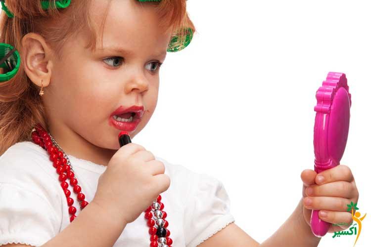 مقابله با آرایش کردن کودکان