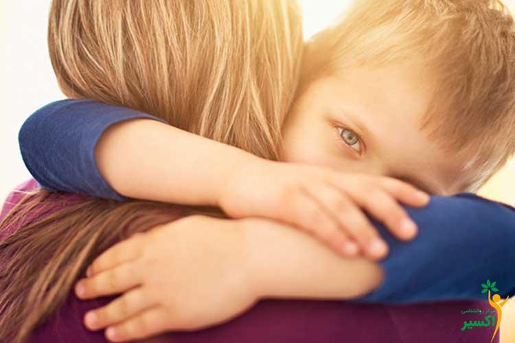 والدین و آغوش درمانی