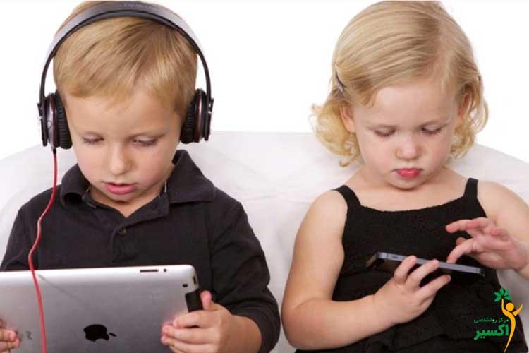 دلیل اعتیاد کودکان به موبایل