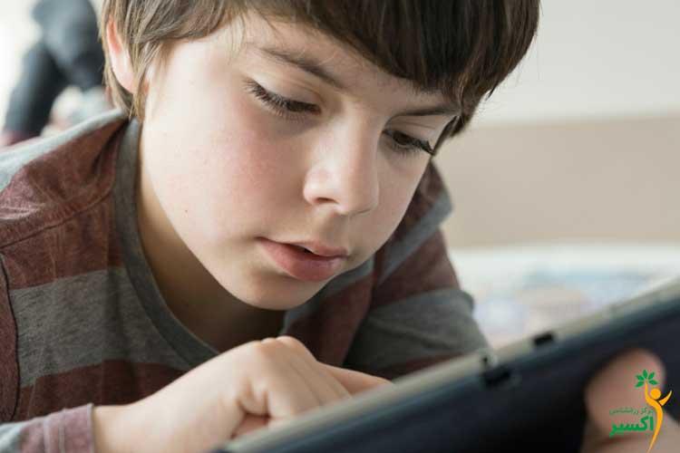 آثار اعتیاد کودکان به موبایل