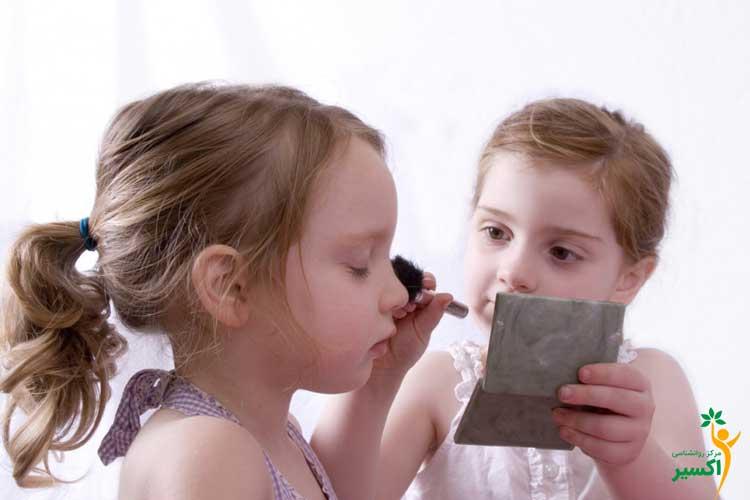 والدین و برخورد با آرایش کردن کودکان