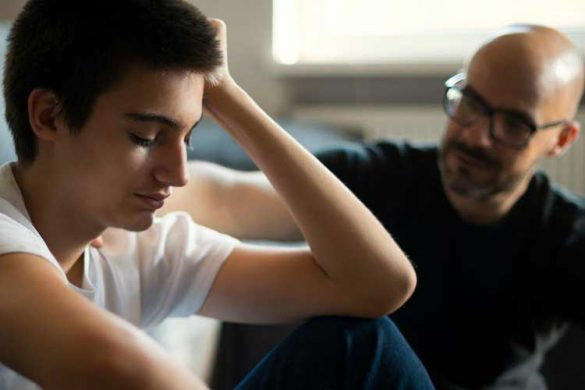 حمایت خانواده از نوجوانی که اقدام به خودکشی کرده است.