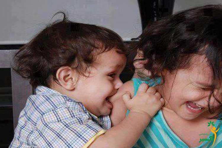 دلیل گاز گرفتن کودکان