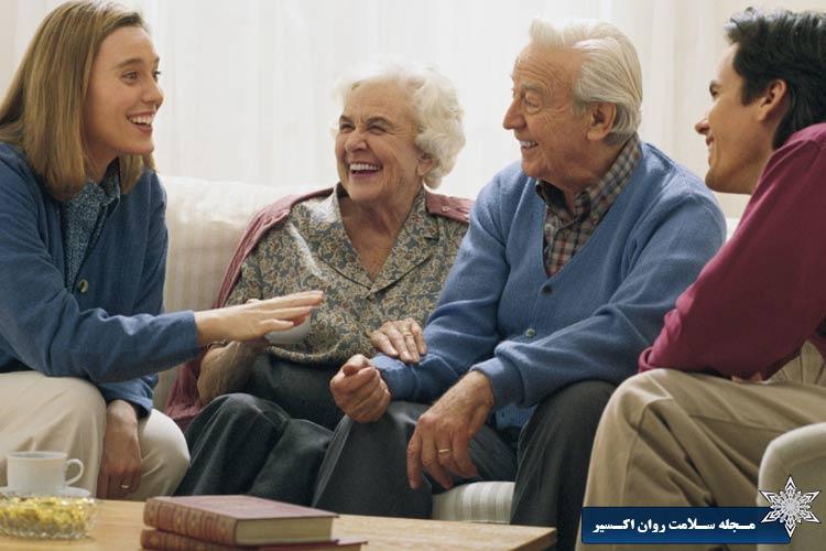 3- به خانوادهاش و کسانی که دوست دارد احترام میگذاریم