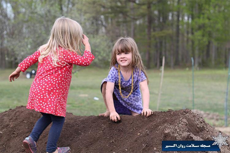 فواید خاک بازی کودکان