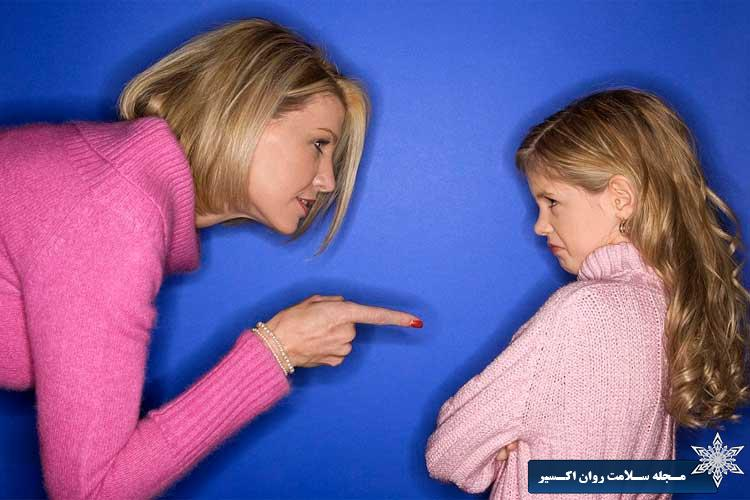 دختر دچار شک و تردید و سرزنش نسبت به خود است