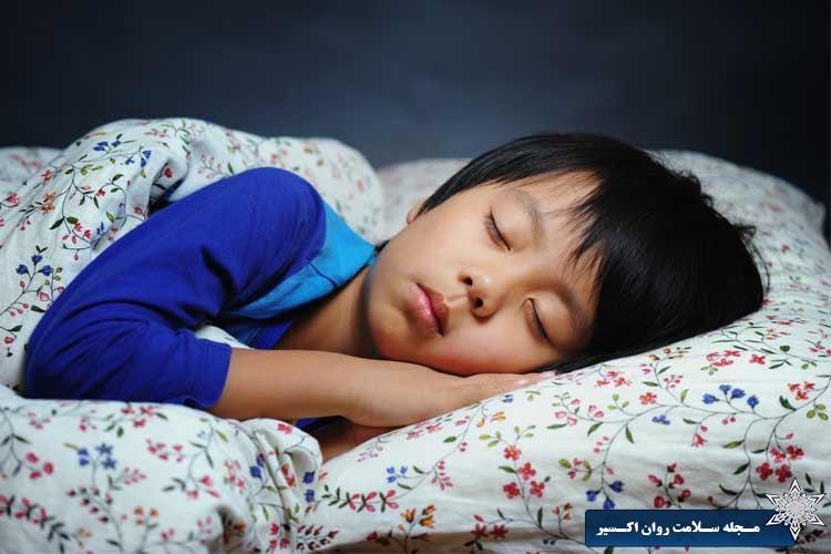 کودک خود را به تنها خوابیدن تشویق کنید